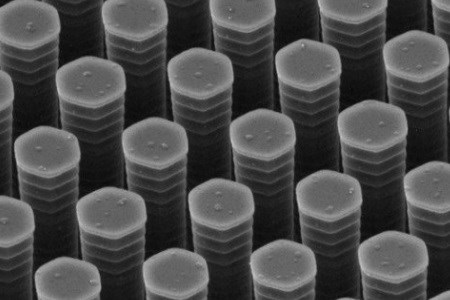Microscopic Rake Doubles Efficiency Of Low-Cost Solar Cells