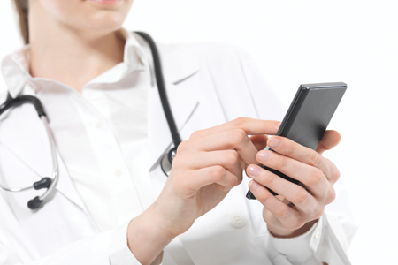 7 ways healthcare professionals use smartphones