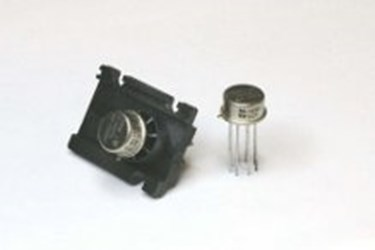 Military Wideband Amplifier: ML1690