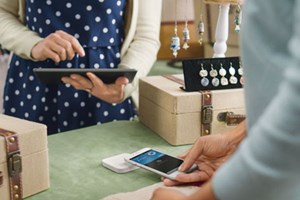 Square Introduces Reader That Accepts Apple Pay