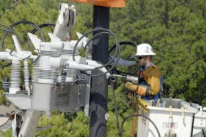 Oncor Installs First Intelligent Pulse Closing Switch In