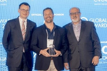 Eric Hoek (center) accepts 2017 Global Water Award from Christopher Gasson of GWI (left) and keynote speaker Nassim Nicholas Taleb (right)_resized