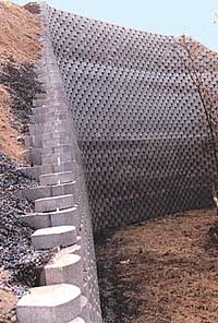 Modular Block Retaining Wall Goes Up More Easily Costs Less